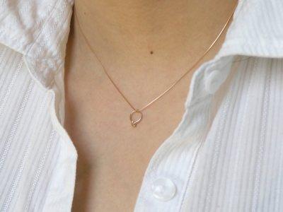 画像2: 誕生石ベビーリングペンダントヘッド(トップ)(ネックレス)プリティ / ピンクゴールド [エメラルド]※チェーンは別売りです